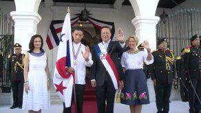Izada de la bandera y entonación del Himno Nacional inicia celebración del 4 de noviembre