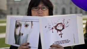 Presidente alarmado por ola de femicidios en Costa Rica