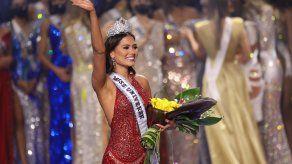 Andrea Meza ser coronada Miss Universo 2020.