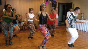 Brasil: Extranjeros aprenden ABC de la samba para carnaval
