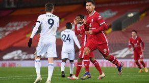 Liverpool supera con claridad al Leicester y colidera la Premier League