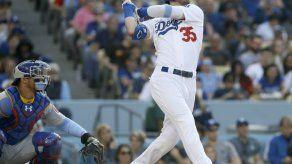 Martin y los Dodgers vencen 3-2 a los Cachorros
