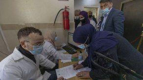 Palestinos lanzan campaña de vacunación contra COVID-19