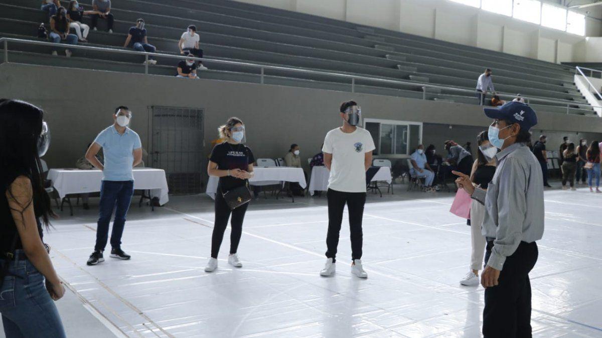 Los estudiantes de la USMA recibieron una inducción por parte del equipo de promoción de la salud del Minsa, para apoyar como voluntarios en el proceso de vacunación contra covid-19 en el circuito 8-7.
