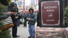 OMS recomienda a Japón quitar espacios para fumadores
