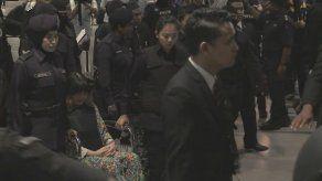Las asesinas de Kim Jong-nam visitan la escena del crimen durante el juicio