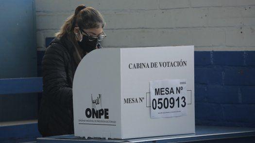 Los primeros centros de votación abrieron puntuales a las 7.00 hora local para una larga jornada de doce horas donde están llamados a sufragar más de 25 millones de personas.
