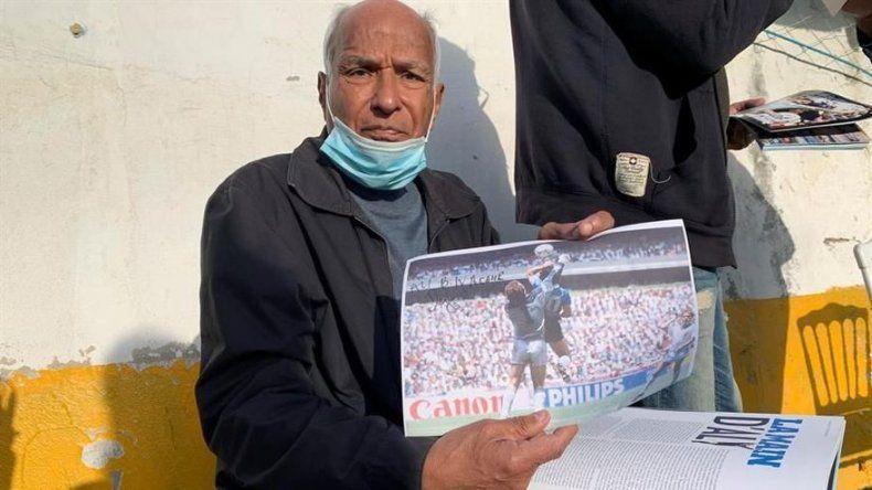 El arbitro de la mano de Dios vuelve a pitar para homenajear a Maradona
