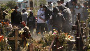 Coronavirus quita colorido al Día de Muertos en México