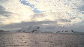Se forma un iceberg gigantesco en la Antártida