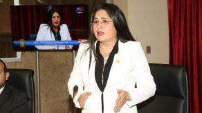 Diputada Rodríguez anuncia demandas por acusaciones de despojo de oro a empresario