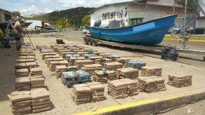 Fuerza aeronaval de Panamá decomisa más de tres toneladas de droga