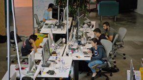 Facebook lanza web que ayuda a minorías a aprender a programar