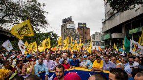 Opositores venezolanos exigieron en las calles acelerar revocatorio contra Maduro