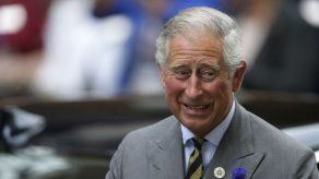 El príncipe Carlos asistirá al funeral de Mandela en nombre de Isabel II