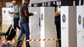 Los kosovares votan por la oposición tras la era de los exguerrilleros
