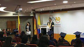 Universidad colombiana gradúa 22 exguerrilleros de las FARC como bachilleres