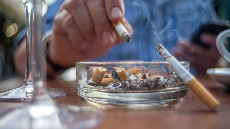 Condado inglés restringe cirugía a fumadores y obesos