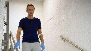 El opositor ruso Navalni partió de regreso a Moscú desde Alemania