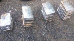 Decomisan 18 paquetes de presunta droga en Paso Canoa