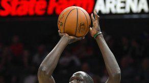 Pistons sobrevive a expulsión de Griffin y derrota a Hawks