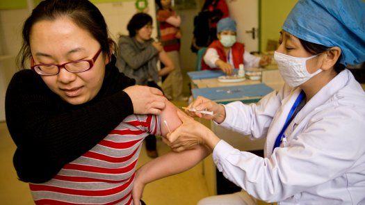 El pasado 31 de marzo, el grupo de expertos de la OMS que estudia las vacunas contra la covid-19 explicó que está terminando su análisis de las desarrolladas en China por Sinovac y Sinopharm.