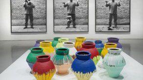 Artista rompe vasija de 1 millón en Miami