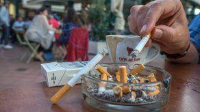 República Checa prohíbe fumar en restaurantes