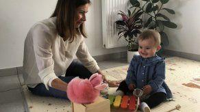 Francia aprueba fecundación in vitro para lesbianas