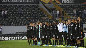 UEFA castiga al Ajax y al Eintracht por mal comportamiento
