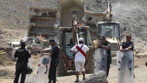 Perú demuele mausoleo de reos de Sendero Luminoso muertos