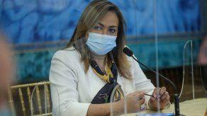 Eyra Ruiz, ministra Consejera de Salud, se refiere al proceso de vacunación.