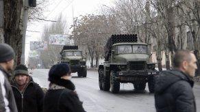 Continúan combates en aeropuerto de Donetsk