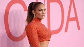 Jennifer Lopez se sintió muy cohibida al vestirse de stripper