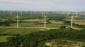 Panamá debe actualizar sistema eléctrico para impulsar energía solar y eólica