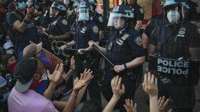 """Demandan a policía de NYC por """"trato rudo"""" a manifestantes"""