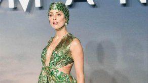 Amber Heard reclama el derecho a desnudarse con la misma libertad que su amigo