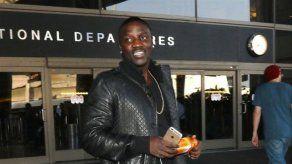 Akon: Kanye West es víctima de la maldición de las Kardashians
