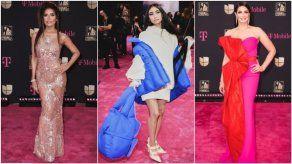 Vestidos largos y elegancia informal dominan la alfombra de Premio Lo Nuestro