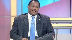 Carrasquilla explica proyecto de ley de seguro obligatorio aprobado en 3er debate