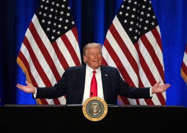 Trump también reiteró sus infundadas afirmaciones de fraude electoral en las elecciones de 2020