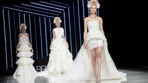 La española Isabel Sanchis celebra 30 años de moda en la pasarela de París