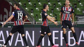 Eintracht Frankfurt golea a un Werder Bremen en problemas