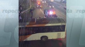 El Metro Bus y la moto colisionaron en la vía José Agustín Arango.