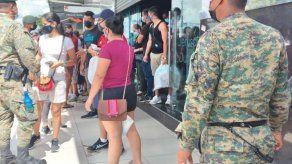 Cierran dos locales en Paso Canoas por incumplir restricciones y atender a costarricenses