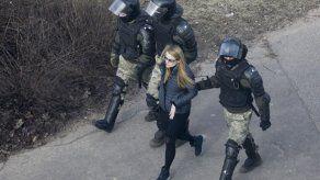 Bielorrusia: Policía detiene a más de 100 manifestantes