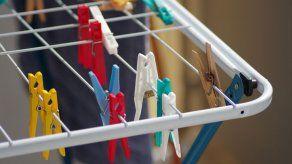 ¿Por qué es malo secar la ropa dentro de casa?