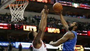 Jordan logra otro doble-doble y Mavericks vence a Bulls