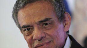 El cantante mexicano José José es hospitalizado