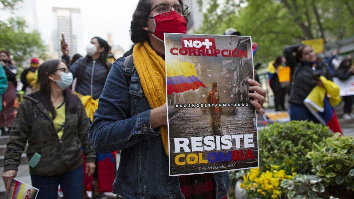 Aunque mayoritariamente pacíficas, las protestas de los últimos días han dejado al menos 26 muertos y un millar de heridos entre manifestantes y uniformados.